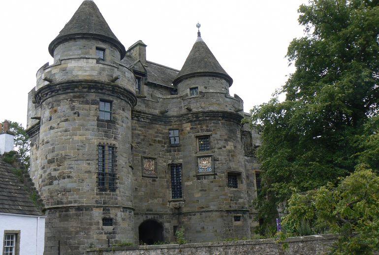 4m1-Falkland Castle-last royal palace - Edinburgh