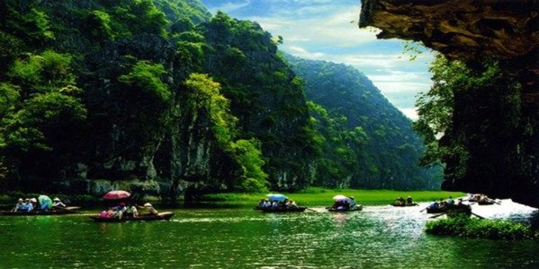 Hoa Lu Tam Coc Full-Day DELUXE Tour Including BUFFET LUNCH & River Boat Ride photo 38