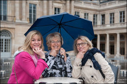 Liliane, Tonia et Sandrine attendent leur café. , Sandrine L - May 2016