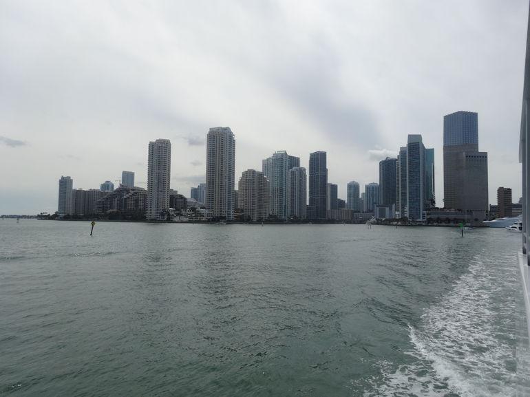 skyline de miami vue du bateau - Miami