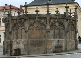 The old well in Kutna Hora where all the people used to get clean water, Hendrik H - May 2009