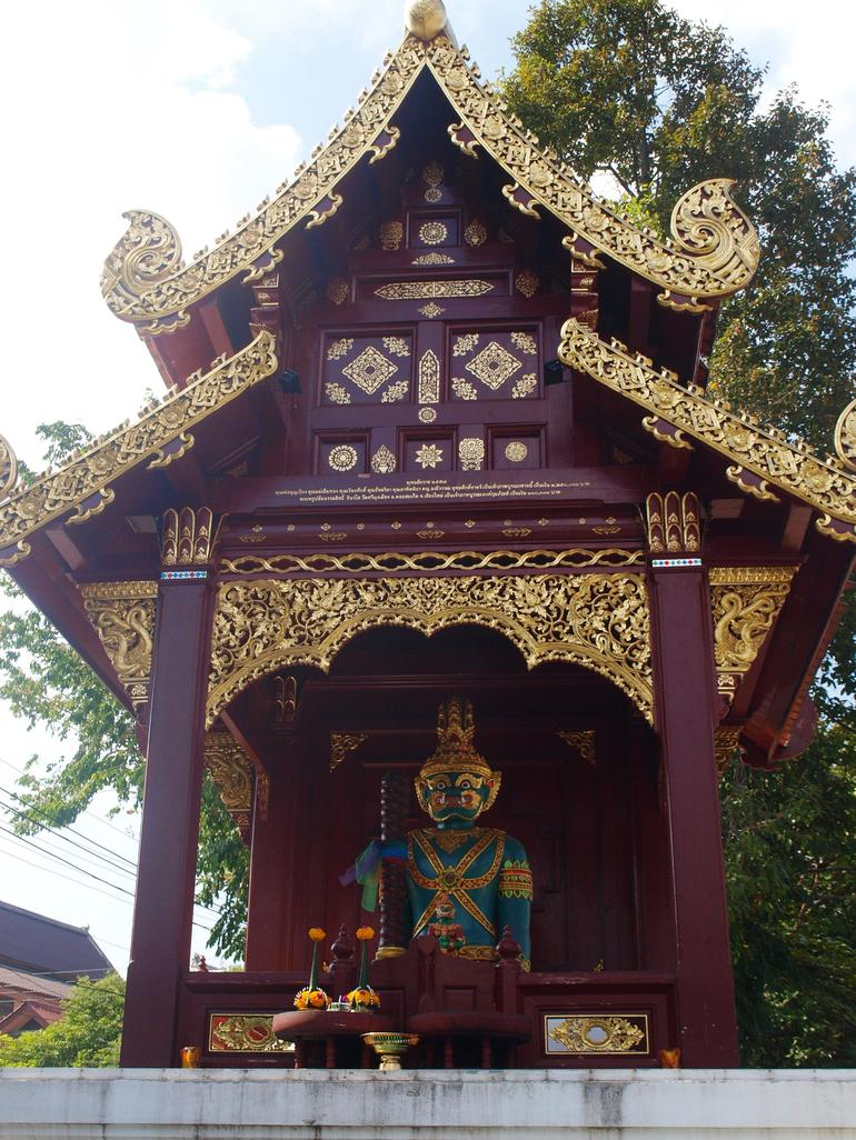 Chiang Mai City and Temples Half-Day Tour photo 17