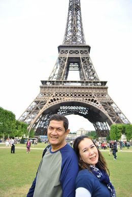 Prijono & Inasari, in front of the beautiful Eiffel Tower... and Paris is such a beautiful city, we love it so much !!..., Prijono A - August 2010