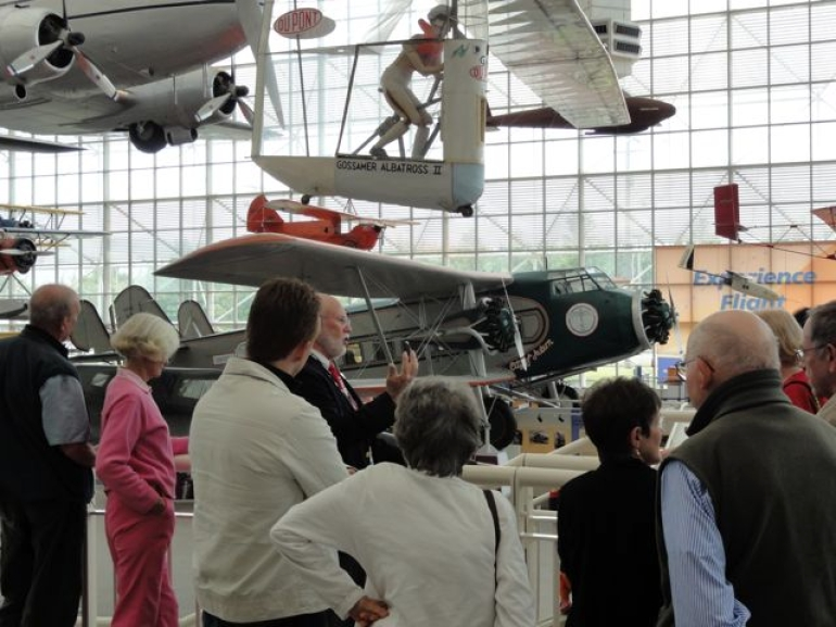 One of many Docents giving a Free Tour - Seattle