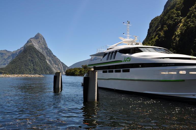 Milford Sound Coach Tour with Lunch from Queenstown photo 8