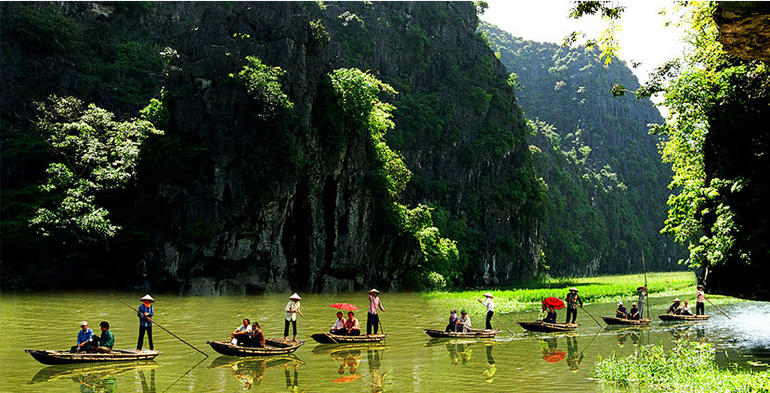 Hoa Lu Tam Coc Full-Day DELUXE Tour Including BUFFET LUNCH & River Boat Ride photo 37