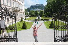 We werden door geweldige reisleider welkom geheten.mijn nichtje Bea werd steeds enthousiaster ,ze zong uit volle borst mee,bij het liedje edelweiss kreeg ze zelfs kippenvel. We, mijn nichtje Bea en..., Cornelia v - June 2013
