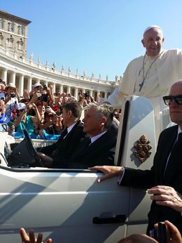 This is how close we were from the Pope. Thanks to Gigi!! , rubiadepr - July 2015