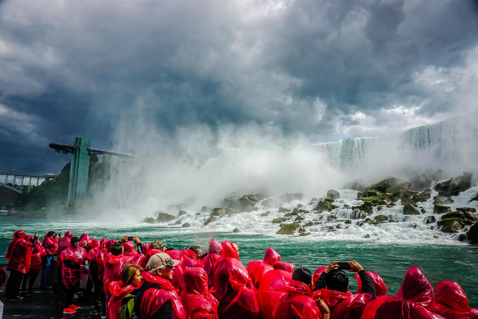 MAIS FOTOS, Luxury Bus Day Tour of Niagara Falls & Hornblower Cruise from Toronto