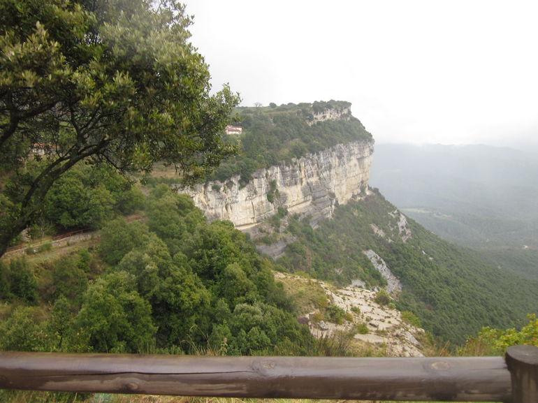 tour-guide-a-pied-village-medival-chateau-de-rupit