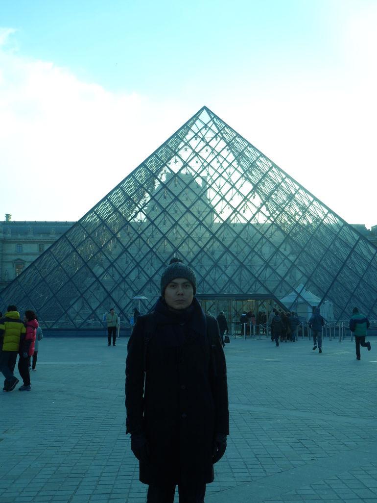 At Louvre Museum (en el Museo de Louvre) - Paris