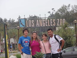 Mauricio Jarrín y su familia, visitando el museo de LA, previo a esto recogimos las bicicletas en el Griffith Park y dimos un paseo por el parque, frente al Zoo está el museo nacional , MILTON MAURICIO J - July 2013