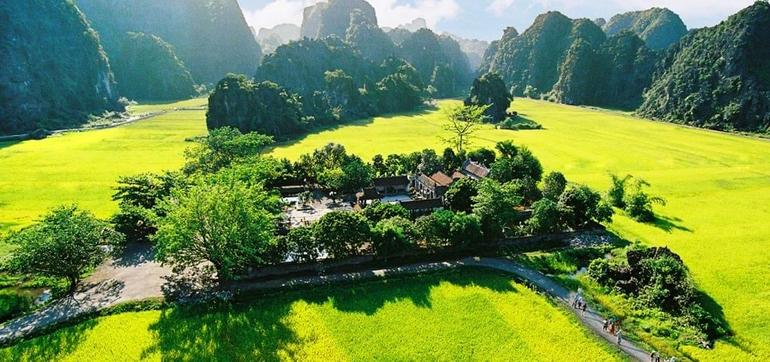 Hoa Lu Tam Coc Full-Day DELUXE Tour Including BUFFET LUNCH & River Boat Ride photo 36