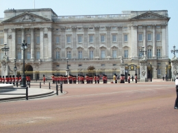 One of the bands of the Royal Guard performing at the Palace awaiting the Queen's return from Parliament., Thomas W - June 2010