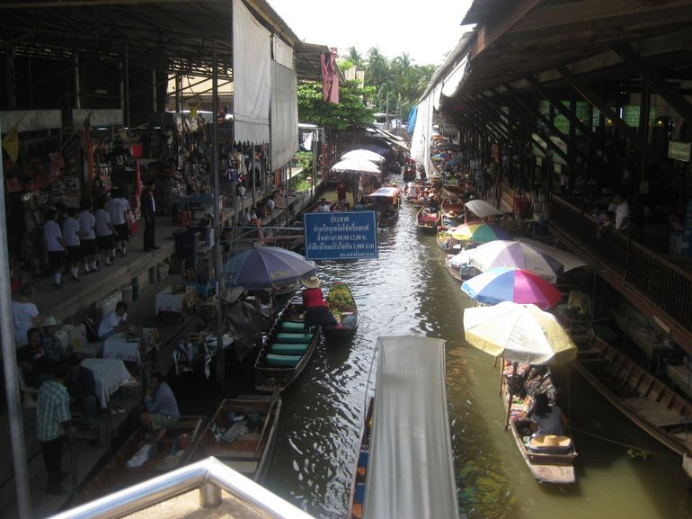 Typical market morning - Bangkok