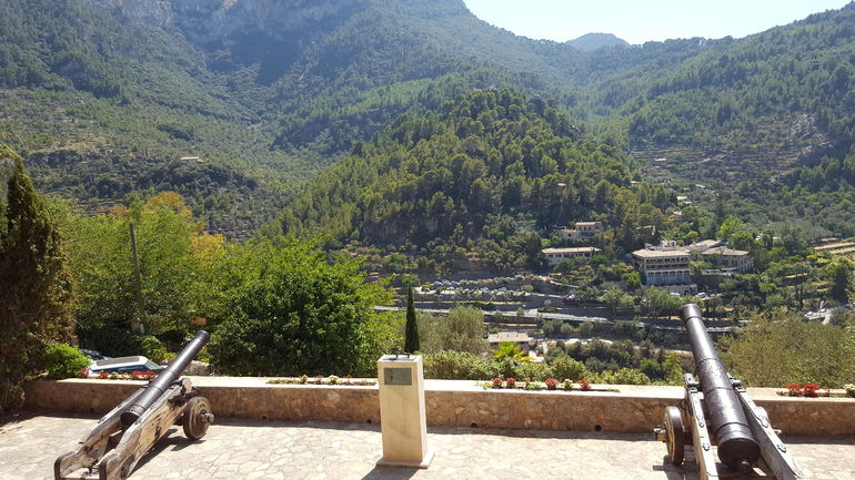 Sierra Tramuntana: Mountain Tops and Cosy Villages