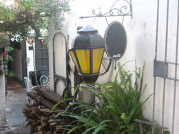 Typical Colonia-style lamp post., Bandit - June 2012