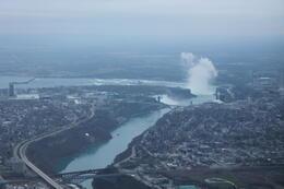 Niagarafälle aus der Entfernung , Anja L - December 2014