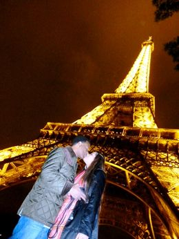 Savita and Rodney romancing in Paris , Rodney L - November 2011