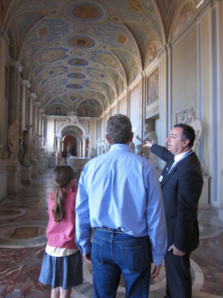 Impressive hallway of statues - Rome