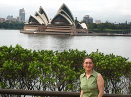 After crossing the Sydney Bridge, we stopped at Milsons Point and had great view of the Sydney Opera House and Sydney Skyline! - March 2010