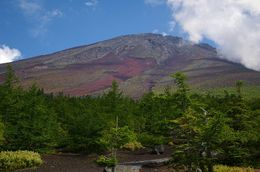 The peak of this famous volcano is bare in the summer months., David K - August 2008