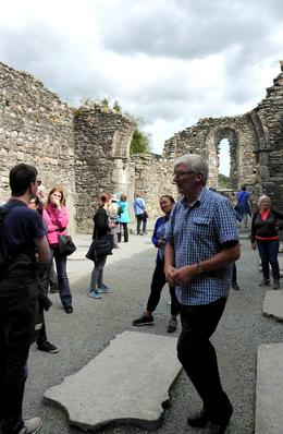 Notre guide John à Glendalough et notre groupe , christian r - September 2017