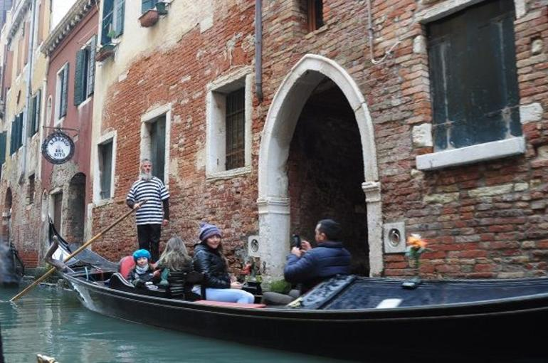 Venice Gondola Ride photo 11