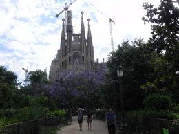 Directement devant à regarder la beauté de la Basilique. , Christian G - June 2015