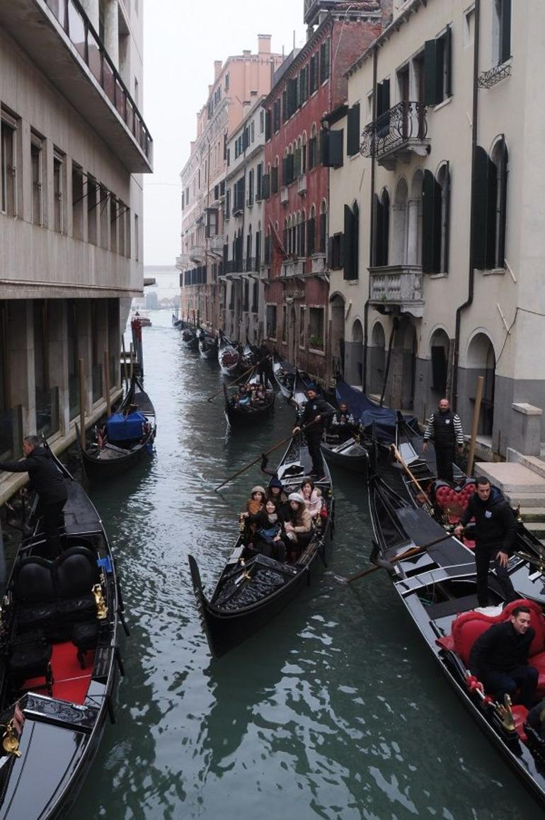 Venice Gondola Ride photo 12