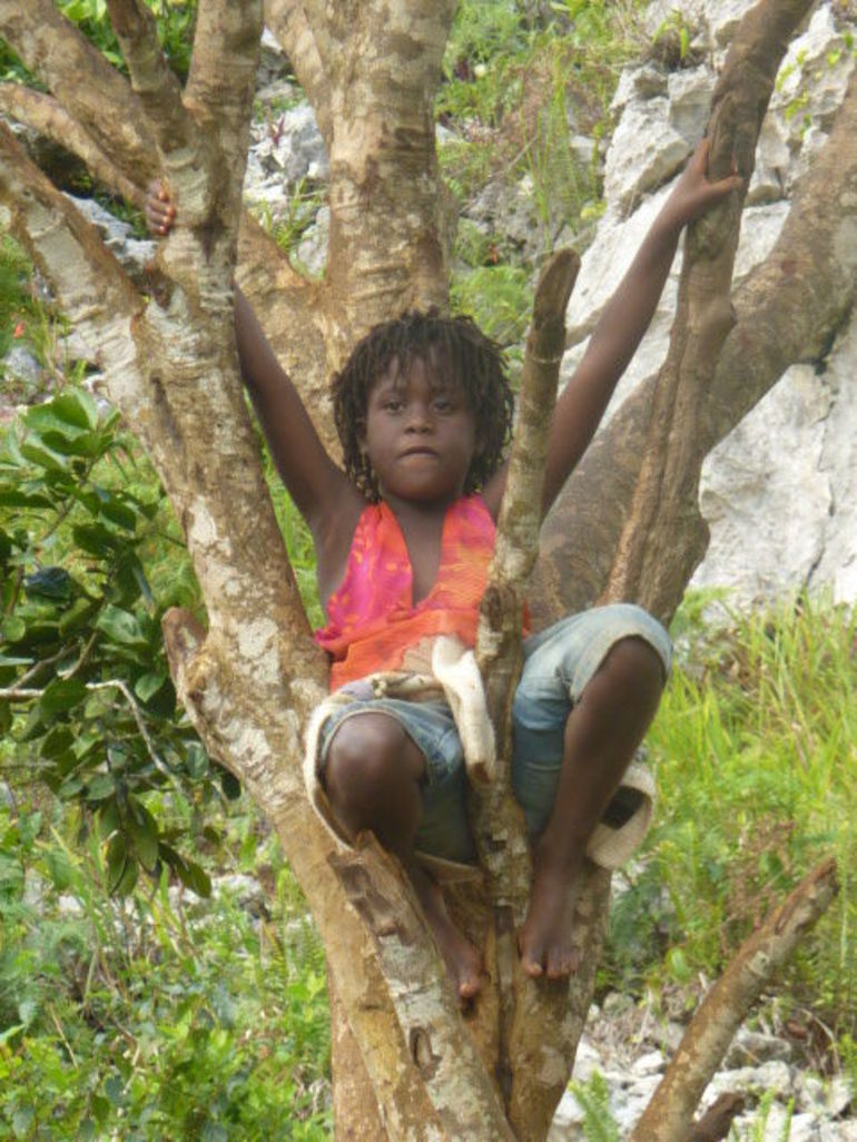 A wee local girl sings in the trees - Ocho Rios