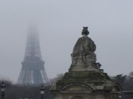 A view of the Eiffel Tower shrouded in fog from the Place de la Concorde. One of the muses is in the foreground. , Sharon K - January 2011