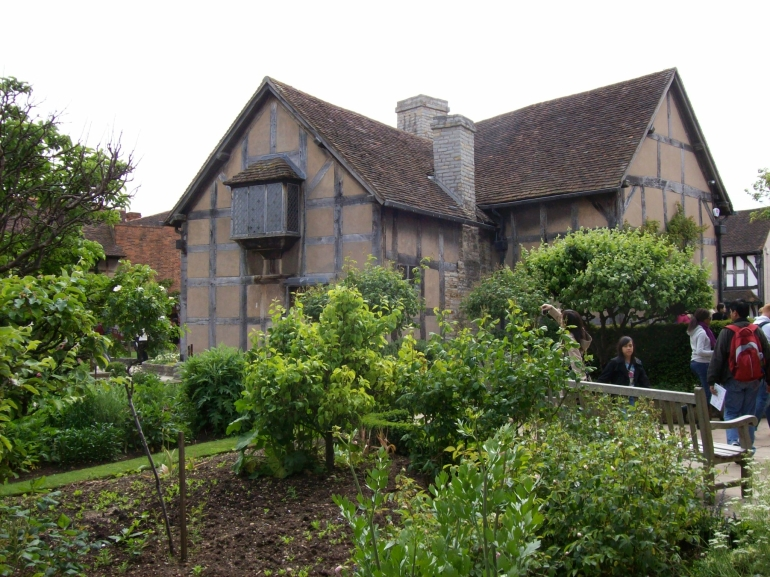 Shakespeare's Home Stratford-upon-Avon - London