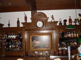 The Long Bar decor., Robert C - December 2008