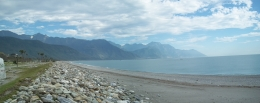 A walk along the beach in Hualien, Darin G - October 2010