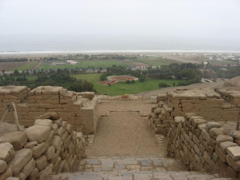 vue-sur-l-ocean-depuis-le-sommet-du-temple-du-soleil