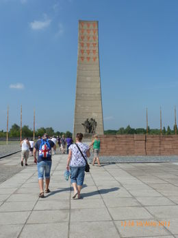 Memorial column , gingerdi - September 2012