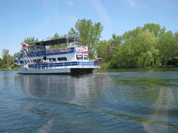 Cruising between Toronto Islands: Plenty of other craft to see - November 2011