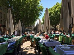Lunch time in the Place de l'Horloge area , luckyturk - June 2017