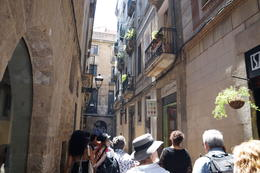 Walking through the Gothic Quarter , inateletin - July 2017