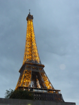 As nightfall comes the Eiffel Tower lights up., Richard H - October 2010