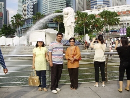 Our family in front of the Merlion - August 2010