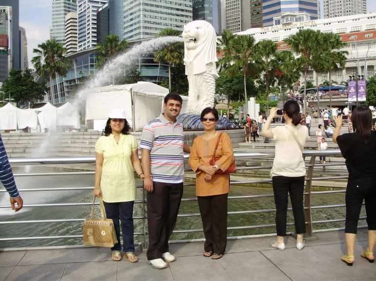 All of us in front of the Merlion - Singapore