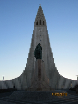 The Hallgrímskirkja Church, one of most beautiful buildings in the city., Siaw Chui C - December 2010