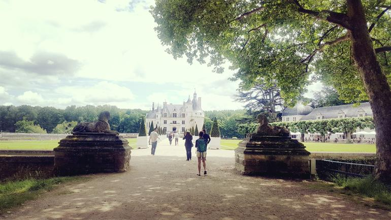 Loire Valley Chambord & Chenonceau Castles Day Trip with Lunch & Wine from Paris