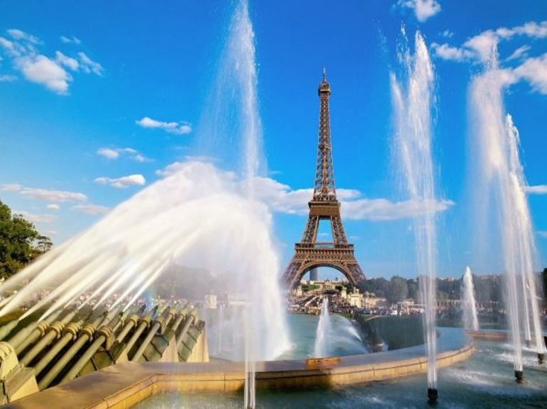 Attack of the water cannons - Paris