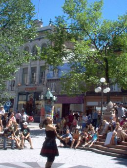 Street Performance in Quebec., Mercedes H - July 2008