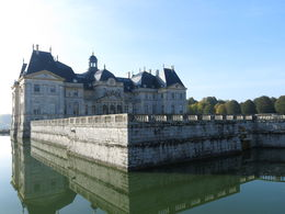 Moat at Vaux-le-Vicompte in the morning sunshine , camerontilson - November 2015