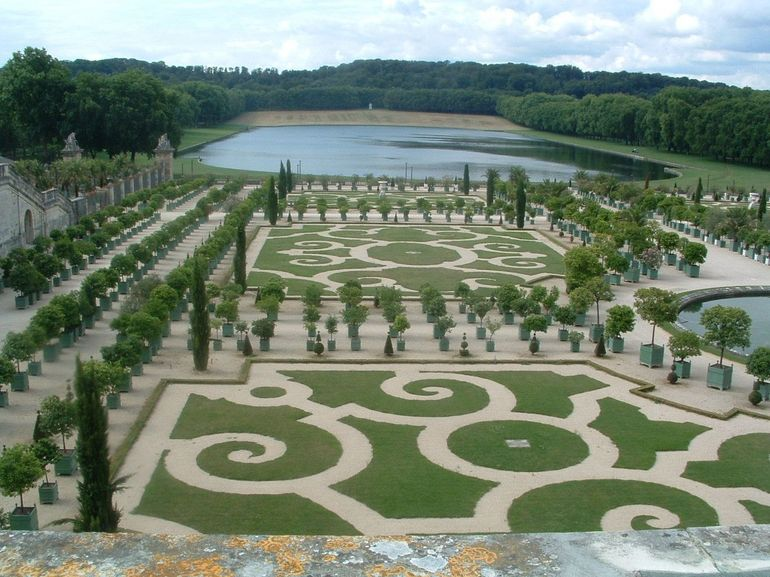 Versailles and Trianon Fully Guided Day Trip from Paris photo 29