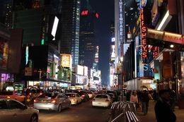 A la sortie du théâtre dans Times Square avant de prendre un taxi pour rentrer à l'hotel , Alain P - January 2014